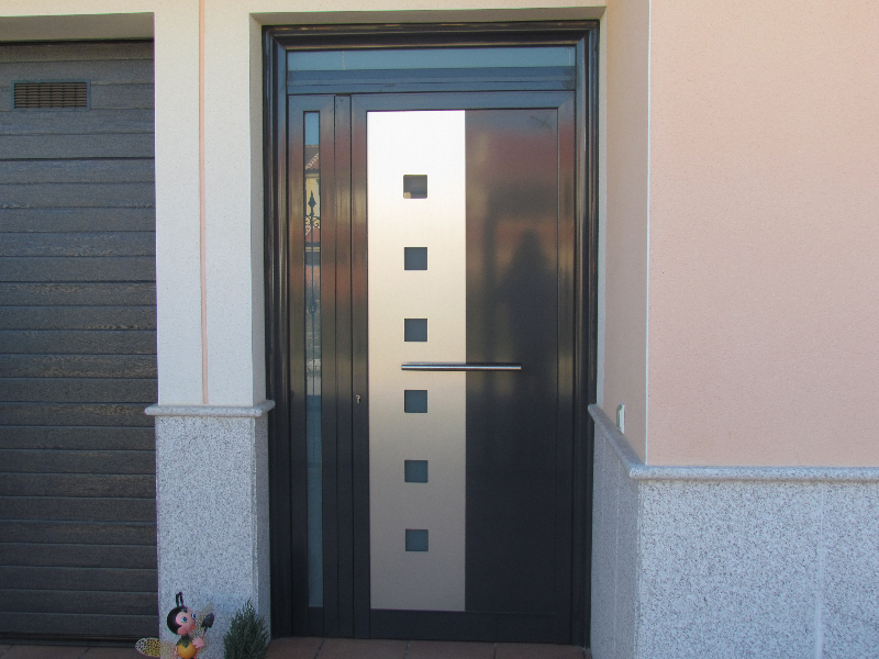 PUERTA PANEL DECORATIVO ALUMINIO RAL 7016